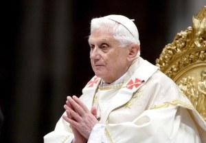 LE PAPE BENOIT XVI CELEBRE L'EPIPHANIE