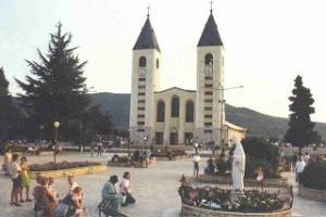 Medjugorje-le-parvis-de-l-Eglise-Saint-Jacques