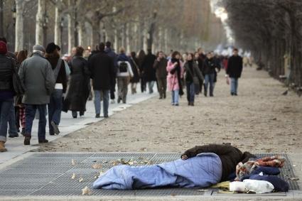 PARIS-FEATURE-HOMELESS