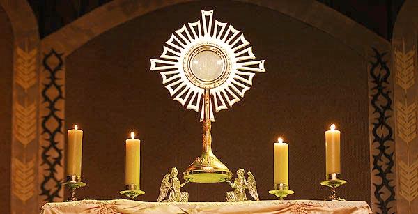 Michel Blogue avec Violaine Couture/sujet/la sainteté/ Adoration-jc3a9sus-eucharistie