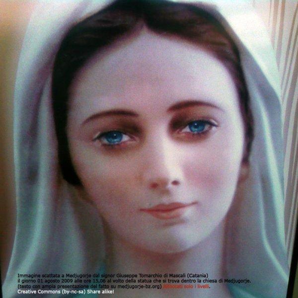 photo miraculeuse des vraies yeux de la vierge marie medjugorje. Black Bedroom Furniture Sets. Home Design Ideas