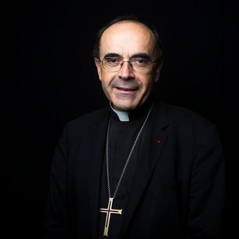 Mgr-Philippe-Barbarin-archeveque-de-Lyon-Moi-Philippe-pretre-je-ne-peux-pas-passer-mon-chemin-!_article_main