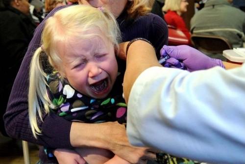 Petite-fille-vaccinee--Le-veilleur-