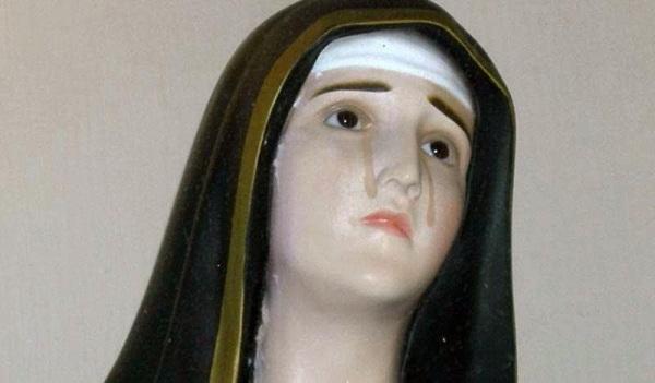 statua-madonna-lacrime-gouttes surmenton800x468