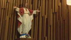 Le Maire de Saguenay perd son combat pour réciter la prière au Conseil - Page 3 110211priere_saguenay_statue_4