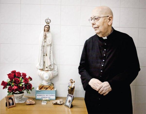 Don Gabriele Amorth : Un prêtre qui a combattu le diable - Paix à son âme ! Amorth-and-virgin-mary