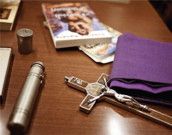 Don Gabriele Amorth : Un prêtre qui a combattu le diable - Paix à son âme ! Crucifix