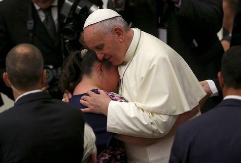 Le-pape-Francois-demande-aux-catholiques-de-ne-pas-etre-deconnectes-de-la-realite_article_main