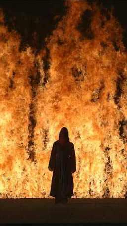 femme dans le feu