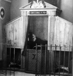 padre-pio-confessionale-979x1023