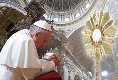 papefrancois-adorationeucharistique