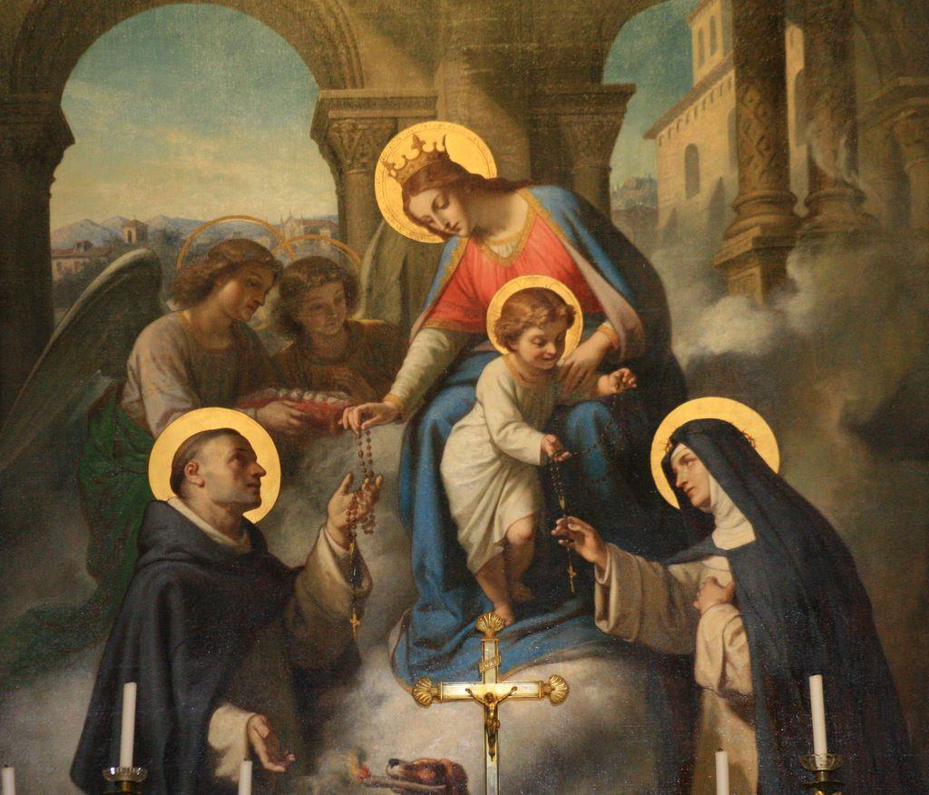 Octobre le mois du Rosaire - Un effort spécial dans la terrible lutte spirituelle contre les forces antichrétiennes Notredame_rosaire_6