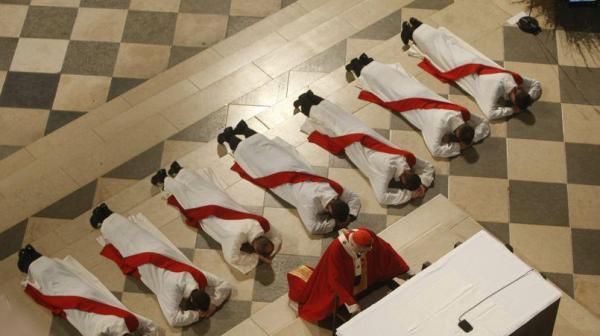 Voici comment doit être un vrai prêtre de Notre Seigneur Jésus-Christ Pretre-ordination