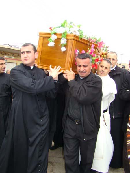 photo-funerailles-pour-le-martyre-de-larcheveque-de-mossoul-irak-en-2008