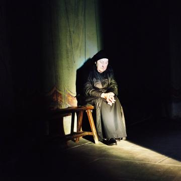 priere silence un-photographe-immortalise-lame-et-la-beaute-des-monasteres