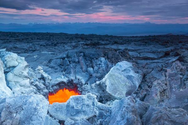 volcan champs magnétique