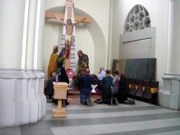 """Avertissement - L'Avertissement """"Vous êtes sur le point de vivre ce que..."""" - Page 2 Adoration-lvov-ukraine-eglise-uniate"""
