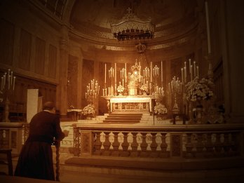 pretre-tabernacle vivant