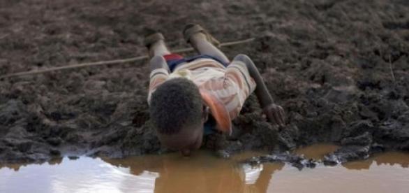 sécheresse les-enfants-s-abreuvent-ou-ils-le-peuvent_247051