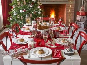 La Fête de Noël a-t-elle perdu son vrai sens ? Table-noel-jouez-sur-le-rouge-et-le-blanc-pour-un-noel-traditionnel-1007881_w670