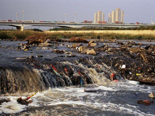 eau contaminé fen-river-pollution_155_990x742