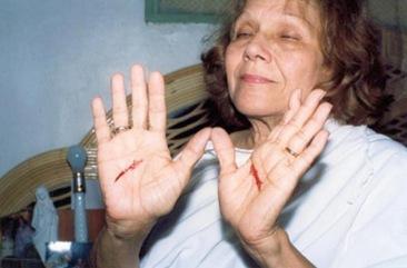 Maria Esperanza stigmata280