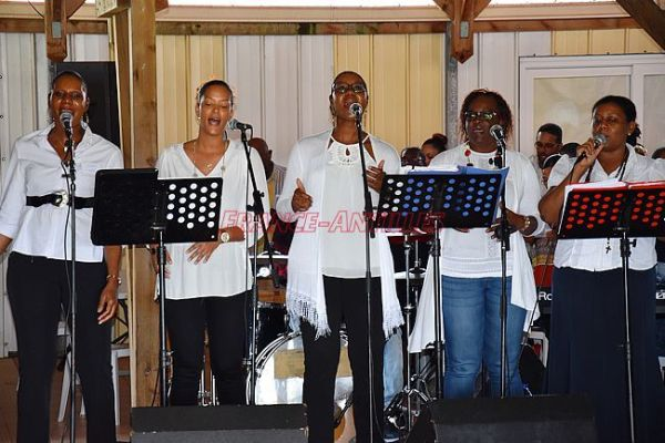 Retraite du Père James Manjackal en Martinique - Magnifique ! Chant-james
