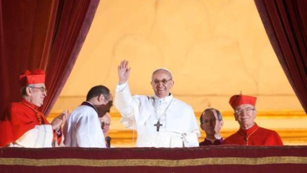 pape françois élection balcon