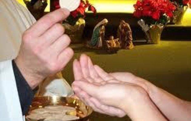 communion DANS LA MAIN