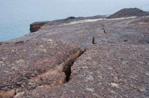 Un morceau du Canada se détache du reste du pays ! henry-crane-bell-island-collapse-2