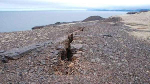 Un morceau du Canada se détache du reste du pays !henry-crane-top-down-bell-island-collapase
