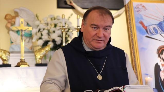 Concernant le prêtre, exorciste, fondateur et supérieur général de la  Fraternité apostolique Saint-Benoît Joseph Labre (fondée en 2012) Le Père  Michel Rodrigue est en règle avec l'église, il explique que son évêque